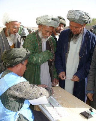 Men of northern Afghanistan preparing to vote in 2004