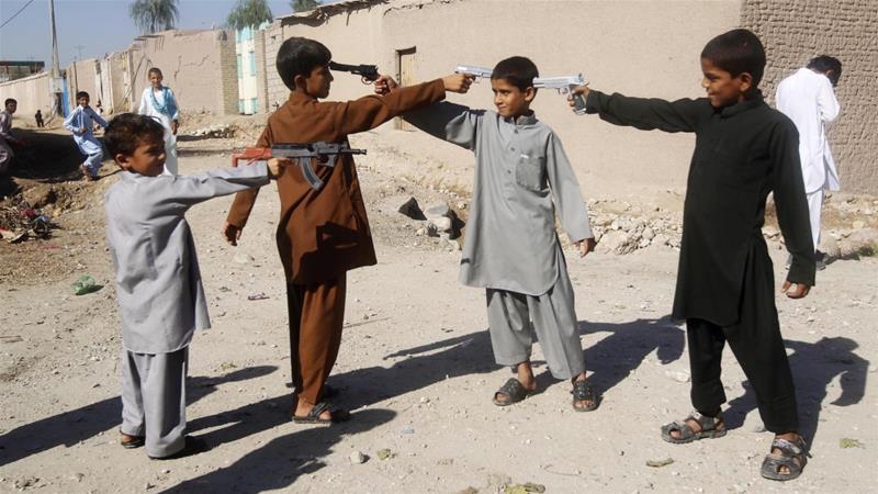 bambini afghani pistole